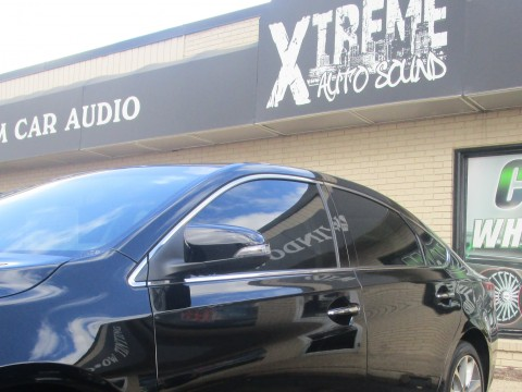 xtreme front sign with car